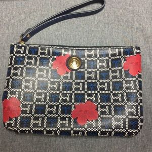 Tommy Hilfiger clutch, like new condition, cute!